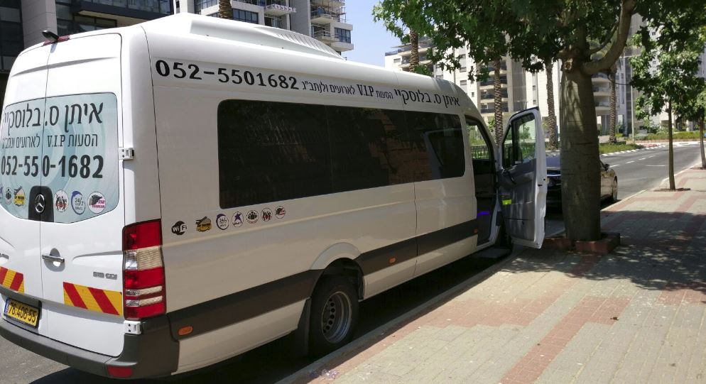 מוניות והסעות עד 16 נוסעים 052-5501682 Logo